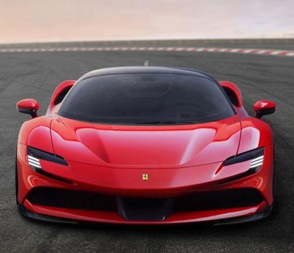 Adesso anche le Ferrari contraffatte