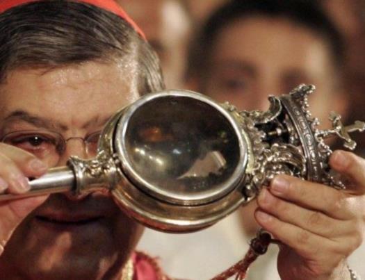 Miracolo di San Gennaro, il sangue si scioglie nel duomo di Napoli deserto, a porte chiuse per la pandemia covid