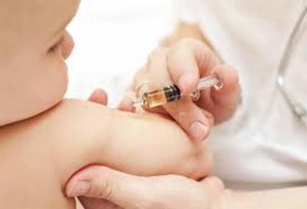 No vaccini obbligatori: 375 medici e infermieri si ribellano