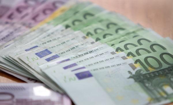 Assistenza Italiani nel mondo - banconote