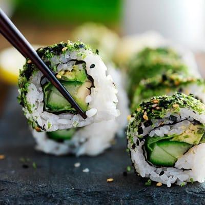 Vegan rolls sushi vegano. Ecco come prepararlo
