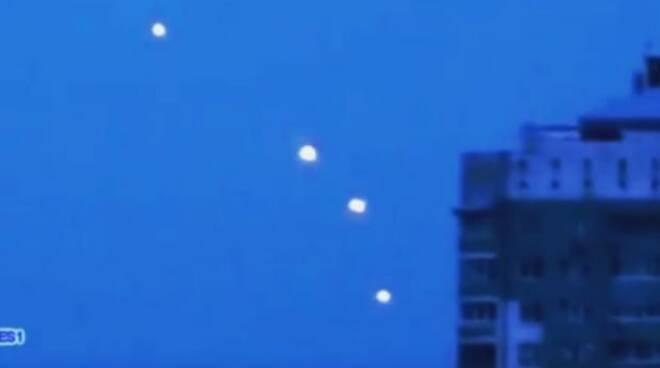ufo-5-sfere-luminose