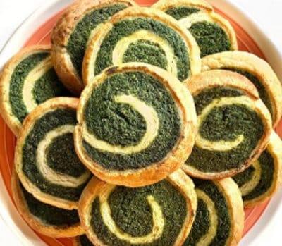Girelle vegane di sfoglia con tofu e spinaci