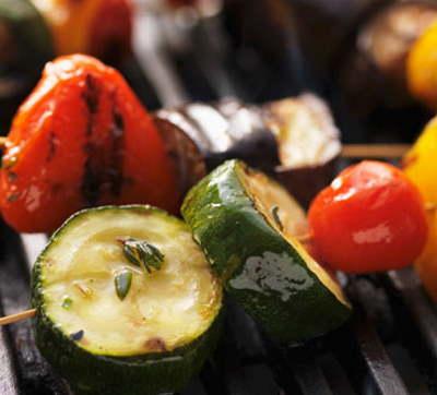 Come fare barbecue vegan. Tofu e verdure per una grigliata perfetta