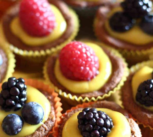 Tartellette vegane, questi piccoli pasticcini sono perfetti per allestire un buffet di compleanno o, più grandi, come dessert di fine pasto. I vostri amici vegani non saranno gli unici ad apprezzare queste buonissime tartellette vegane