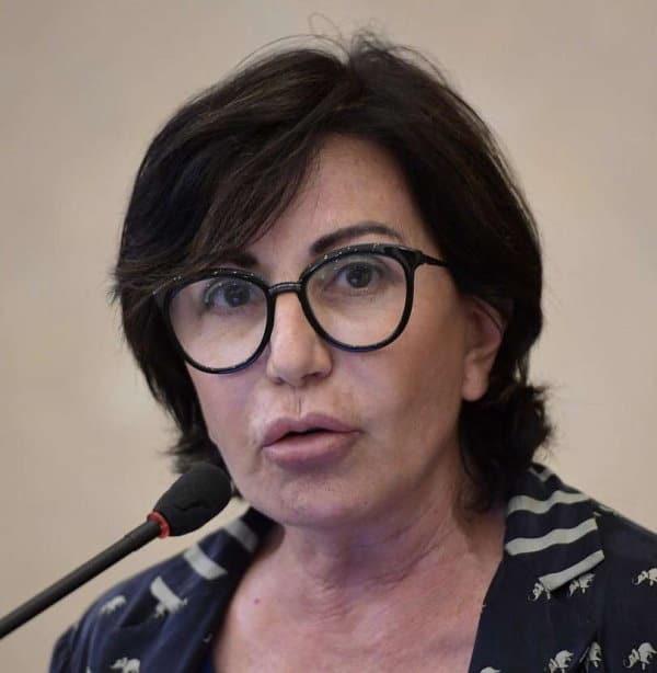 Vaccini Covid non sicuri. Gli italiani hanno paura dei tempi stretti di sperimentazione, sul futuro vaccino anti coronavirus ci sono stati troppi annunci e poca concretezza