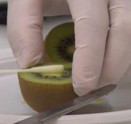 Frutta positiva al Covid. La truffa dei tamponi
