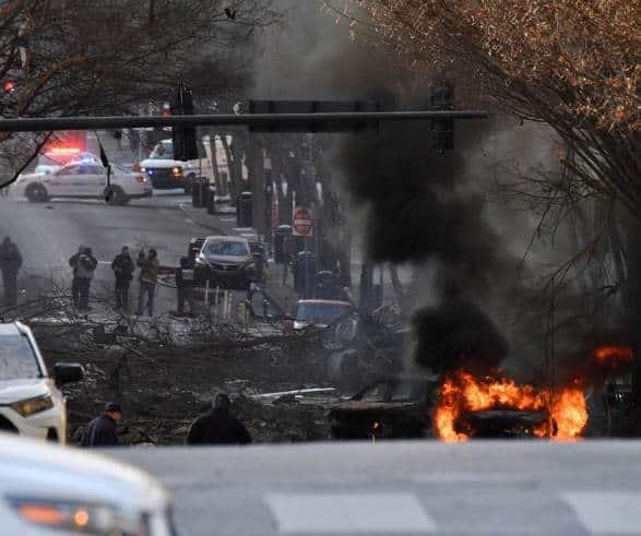 Esplosione di Natale Nashville. Ad essere esploso è un camper, il quale parcheggiato all'1:22 del mattino sulla Second Avenue. I soli feriti sono tre poliziotti, ma che non sono in condizioni critiche