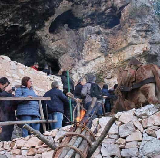 Natale in Grotta col Bambino Gesù appartenuto a Padre Pio. San Giovanni Rotondo con il Molise
