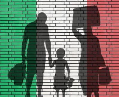 ALCUNI POLITICI A FIANCO DEI MANIFESTANTI DEL CONSIGLIO GENERALE ITALIANI ALL'ESTERO