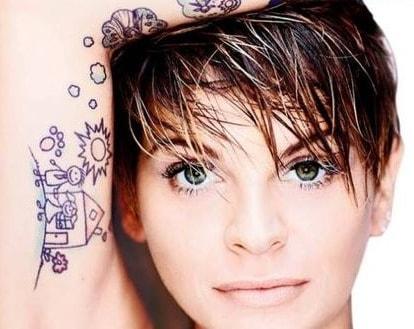 Alessandra Amoroso: basta con le canzoni un po' sfigate! Si volta pagina con Vivere a Colori