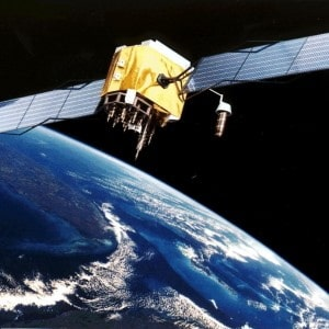 Allarme caduta satellite. Precipiterà domenica notte sulla Terra. Frammenti anche in Italia. Ecco dove