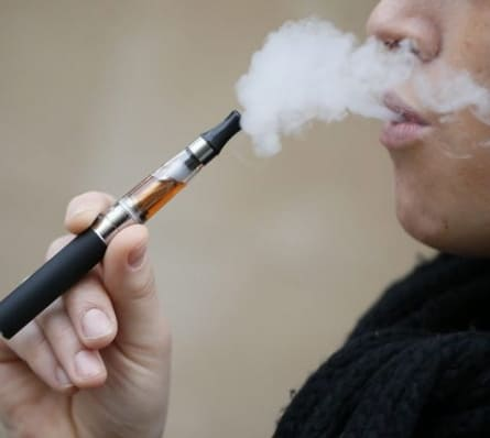 Allarme sigaretta elettronica, secondo gli esperti potrebbe arrecare più danni della sigaretta