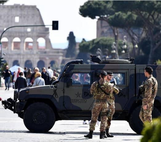 Allarme terrorismo: evacuata la Stazione Termini a Roma. Fermato un uomo con un fucile
