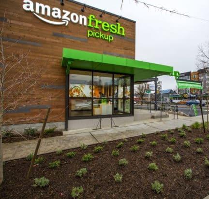 Amazon apre due negozi alimentari. Spesa online e ritiro in auto
