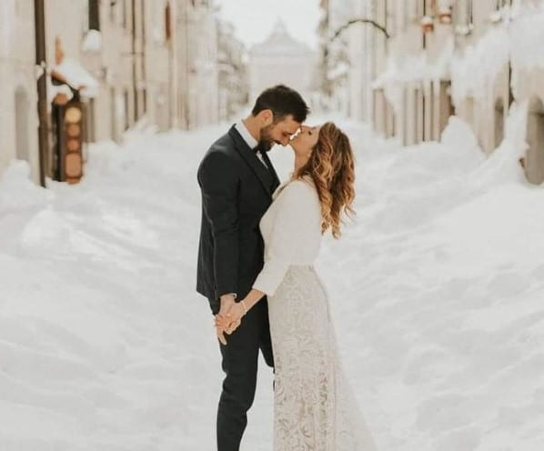 Matrimonio innevato a Capracotta: la foto di Thomas Tozzi conquista il web