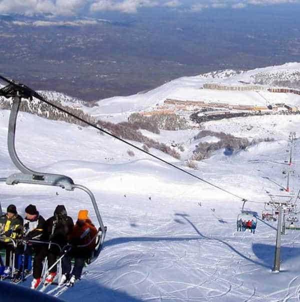 Campitello riapre impianti sciistici con la prima neve del 2021, arrivata a superare il metro di altezza.