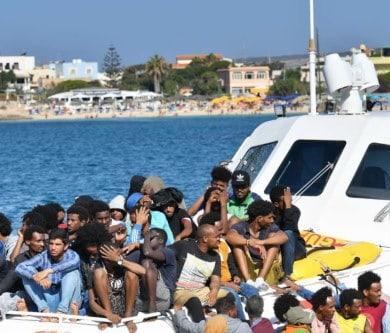 Altri migranti in arrivo a Lampedusa