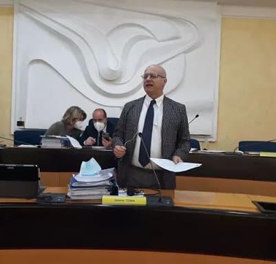 Furbetti del vaccino Molise, le accuse al Consiglio regionale