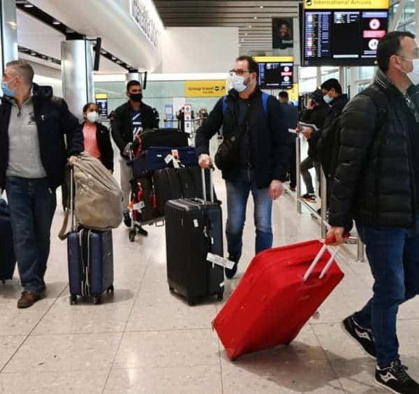 Regno Unito stretta viaggi per cercare di non importare nuove varianti Covid all'estero, confermato alla Camera dei Comuni dal ministro della Sanità Matt Hancock