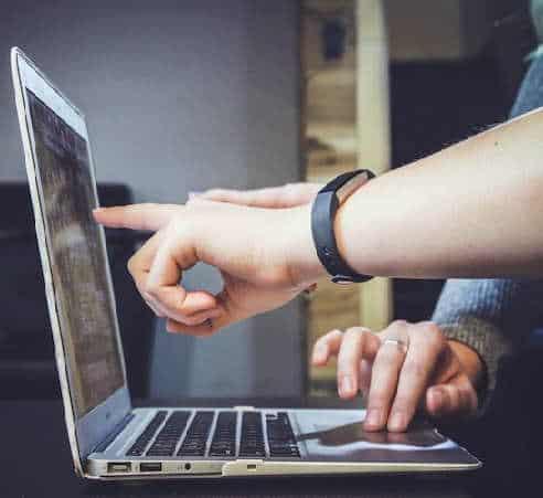 Opportunità formazione giovani professionisti digitali a Milano e Brianza. ACRA e STMicroelectronics Foundation