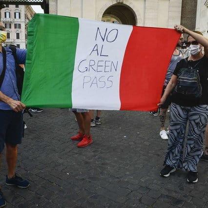 Contro Green Pass da Milano a Palermo, Salvini ascolta i manifestanti