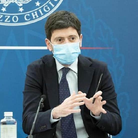 Cori contro ministro Speranza durante la sua vacanza a Castiglione