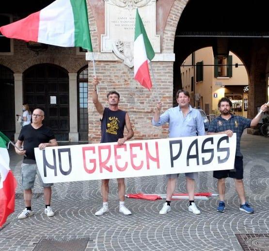 No green-pass Campobasso. Scendono in piazza anche i giovani