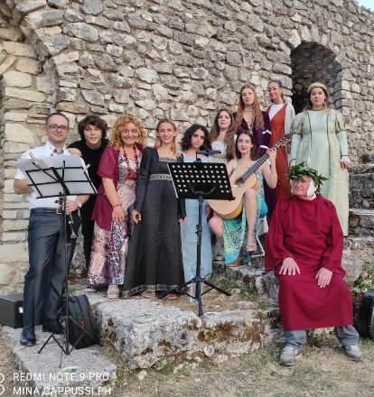 Trionfano Dante e Virgilio al castello di Bojano sotto le stelle. Emozioni al non-evento di Molise Noblesse
