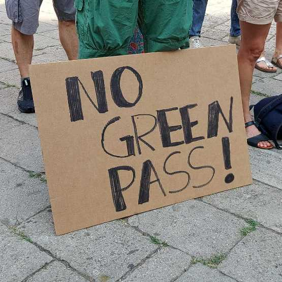 Veneto no green pass. Cortei davanti alla sede della Rai