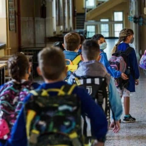 In quarantena scuole Milano a due giorni dall'inizio dell'anno scolastico. Alunno positivo in classe
