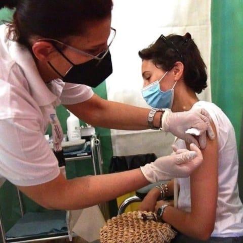 Infermieri verso terza dose vaccino Covid a causa dell'aumento di casi nel personale sanitario
