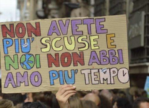 Fridays For Future gli attivisti scendono nelle piazze per lo sciopero globale del clima