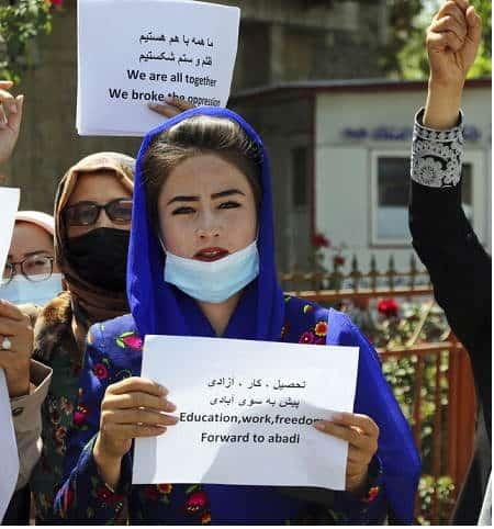 Donne afghane resistono. Non si dimentica il sapore della libertà