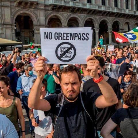 """Proseguono manifestazioni contro GreenPass """"Protesteremo finché la dittatura non sarà distrutta"""""""