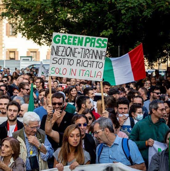 4mila no greenpass Milano. La protesta per rivendicare diritti calpestati