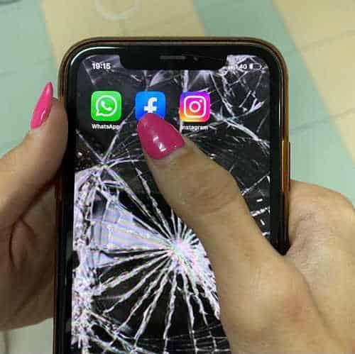 WhatsApp Facebook Instagram crash. Social bloccati nel mondo per 7 ore. Ecco cos'è successo davvero
