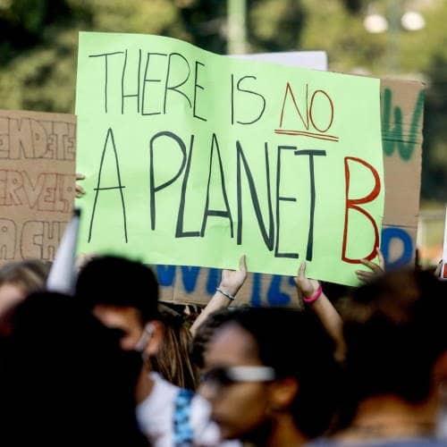 Attivisti occupano piazza Affari simbolo del capitalismo. Avanti ad oltranza per il pianeta!