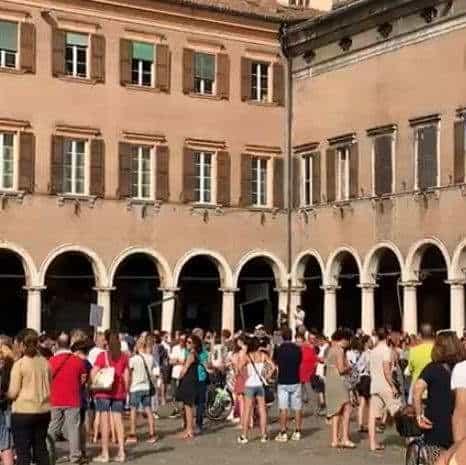 Medici contro Greenpass Modena. In piazza chiedono risposte al D.G Ausl sulla sperimentazione AIFA che terminerà nel 2023